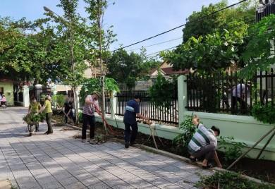 Lực lượng Kiểm lâm trên địa bàn tỉnh Thừa Thiên Huế tổ chức đồng loạt ra quân tổng vệ sinh sau bão số 5
