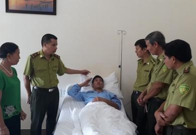 Thăm hỏi sức khỏe cán bộ kiểm lâm tỉnh Quảng Bình bị hành hung trong lúc thi hành công vụ